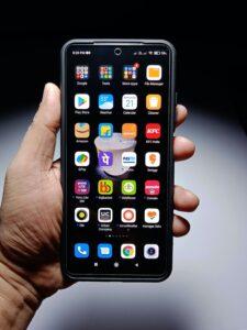 Photo of mobile phone full of apps courtesy Manik Roy on Unsplash